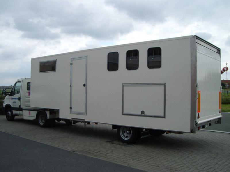 equita 39 sun remorques vl transport de chevaux. Black Bedroom Furniture Sets. Home Design Ideas